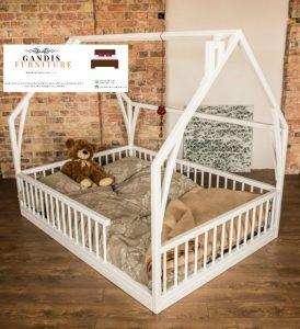 Tempat tidur bayi montesorri