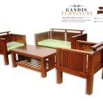 Kursi dan meja ruang tamu