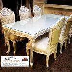 set meja dan kursi makan