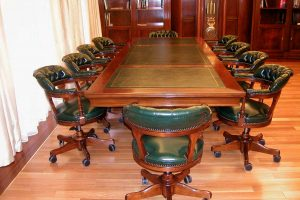 Meja rapat dan kursi rapat