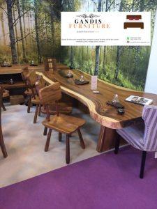 meja makan trembesi modern