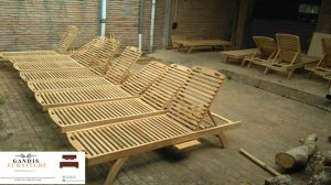 kursi lounger kayu jati asli jepara  kursi kolam renang