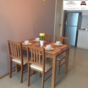 meja makan kayu  minimalis