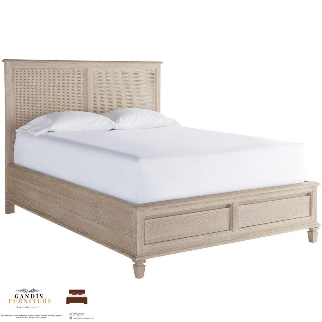 tempat tidur sandaran rotan