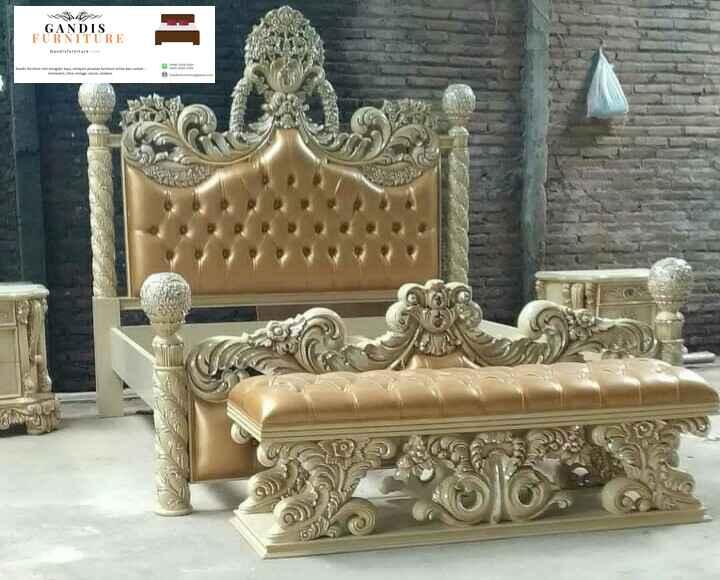 tempat tidur mewah ukiran warna emas