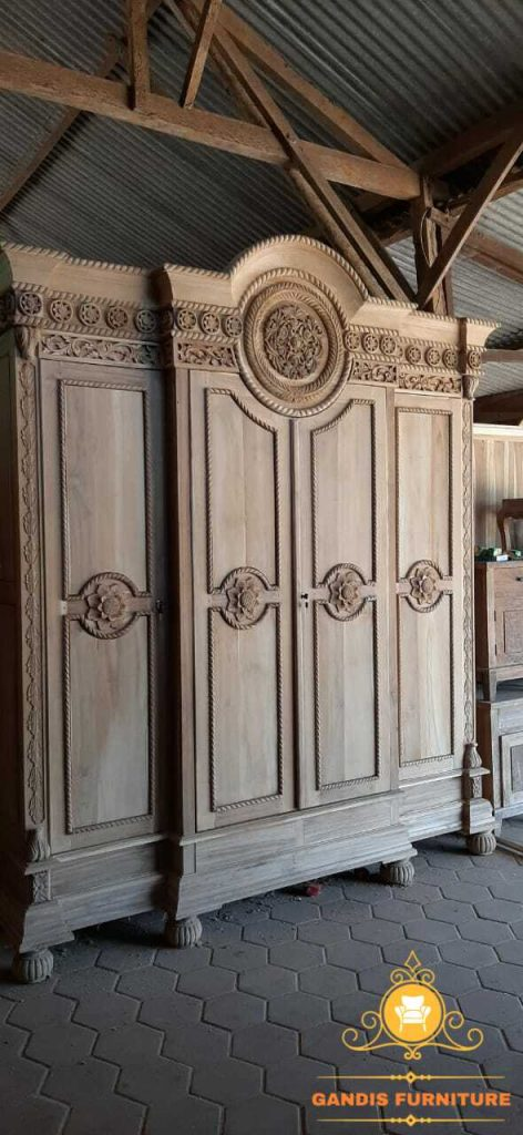 lemari pakaian ukiran klasik kayu jati