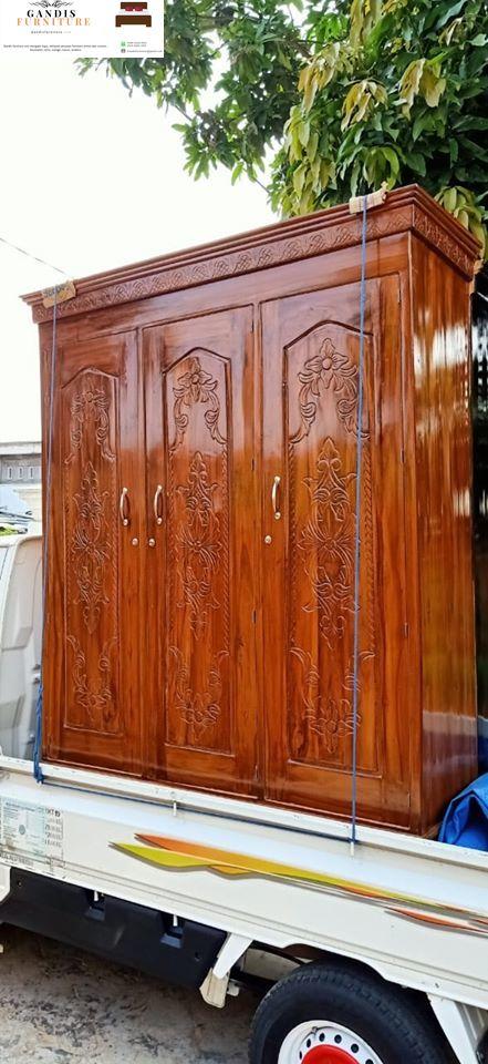 lemari pakaian murah kayu solid