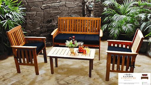 kursi taman kayu