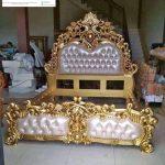 Tempat tidur mewah murah ukiran klasik jepara emas