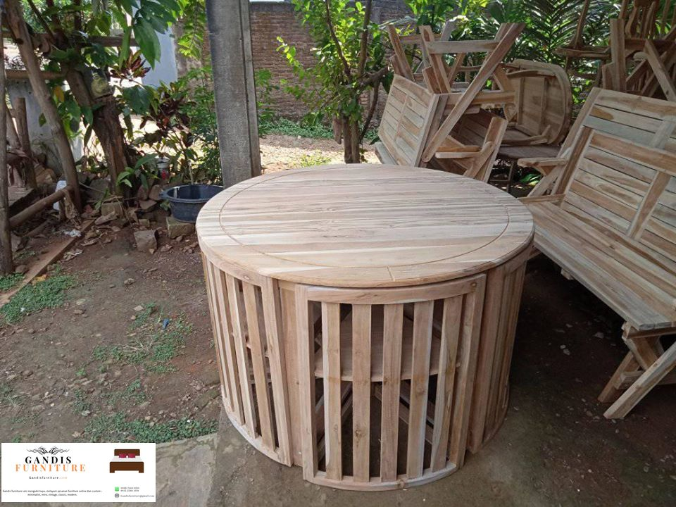 Meja makan bulat minimalis kayu