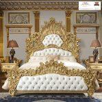 Tempat tidur ukiran mewah kayu jati jepara warna emas klasik