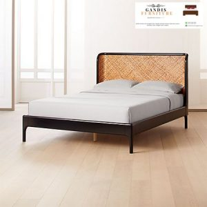 Tempat tidur rotan alami minimalis