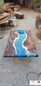 meja resin kayu unik solid menyala