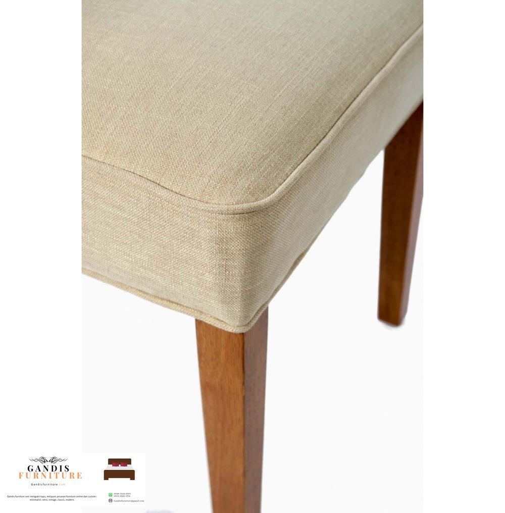 Kursi makan kayu modern