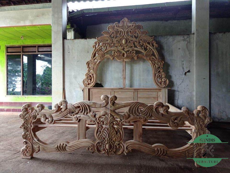 tempat tidur mewah model ukiran barong kayu jati