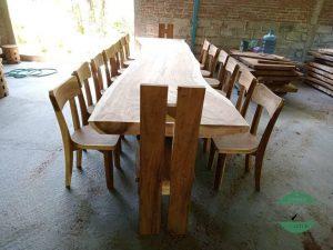 Meja makan trembesi panjang