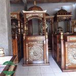 Mimbar Masjid Kayu jati ukiran kaligrafi arab