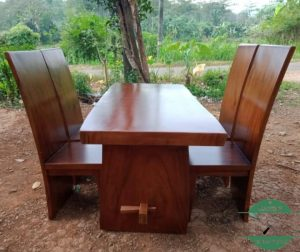 Meja makan kayu trembesi modern solid jepara utuh