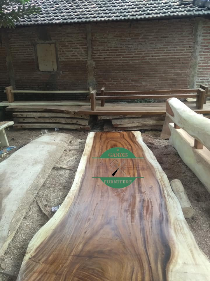 Papan kayu trembesi solid utuhan jepara