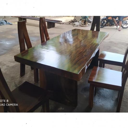 Meja Trembesi Solid Utuhan Besar